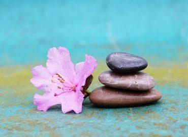 kő virággal